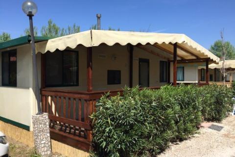 Mobilehome met grote veranda
